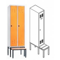 Garderobenschrank mit ausziehbarer Sitzbank